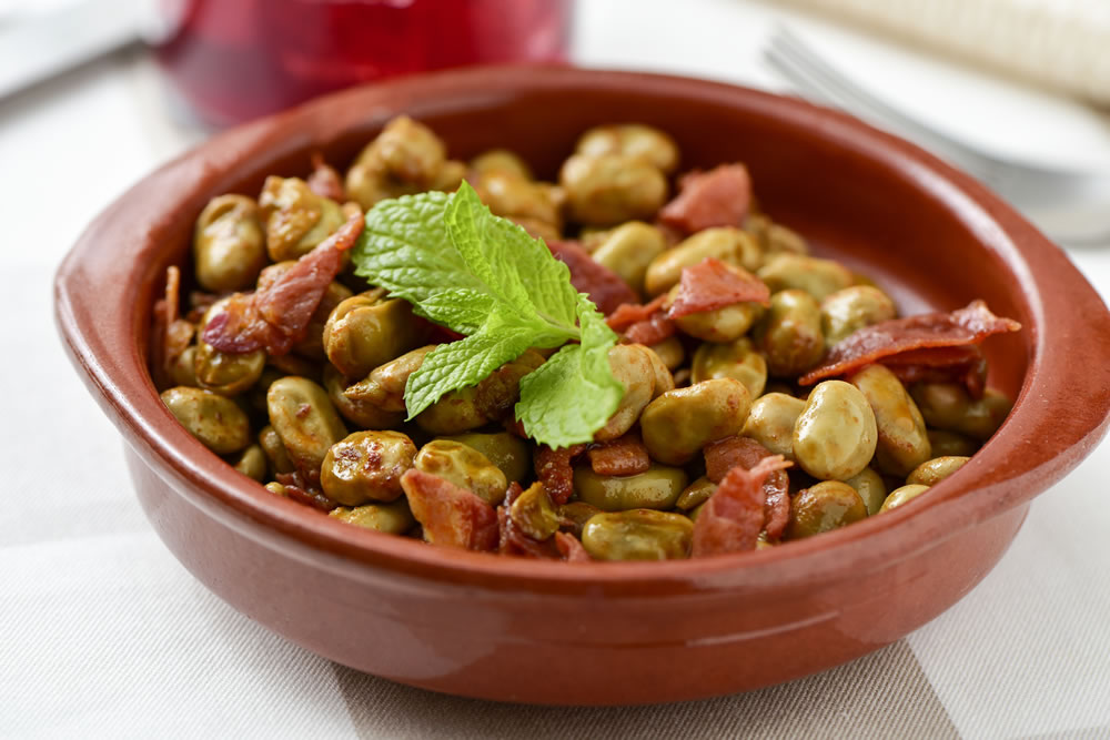 Broad beans with Serrano ham