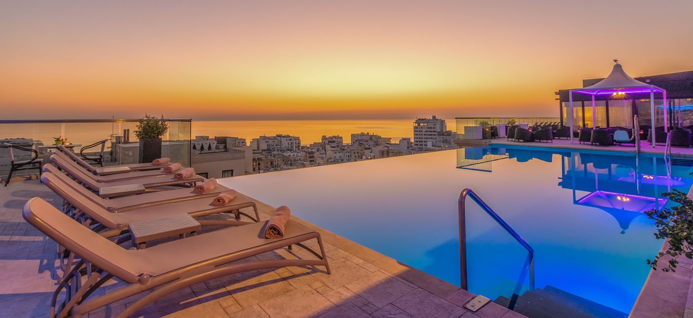 The Palace - Infinity Pool 1