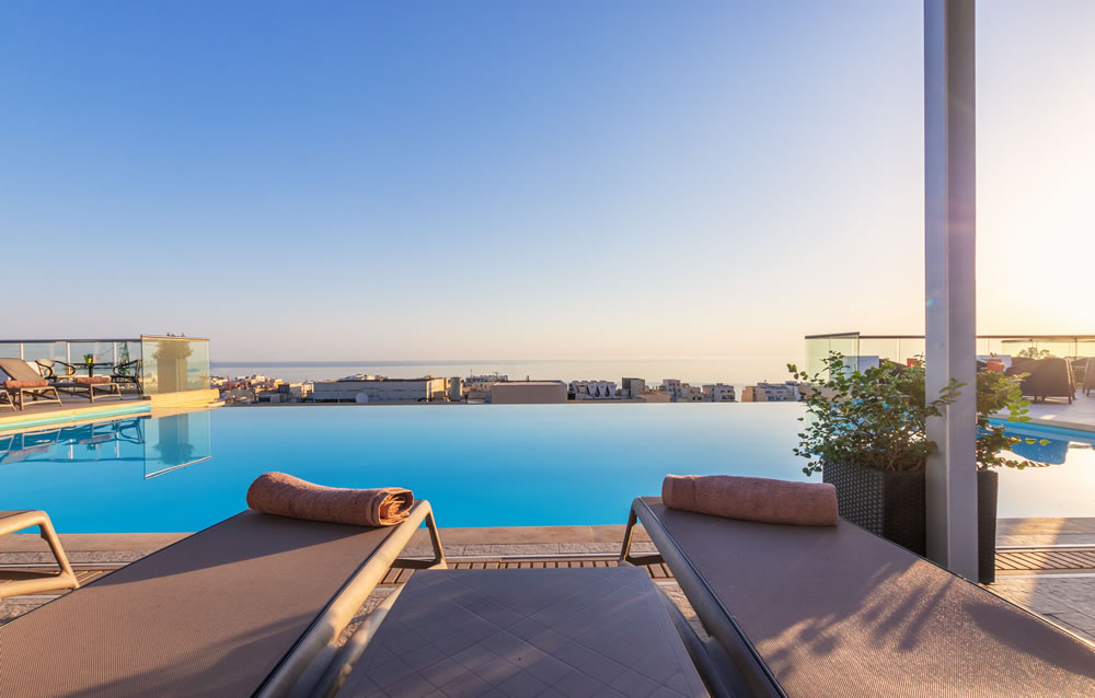 The Palace - Infinity Pool 3