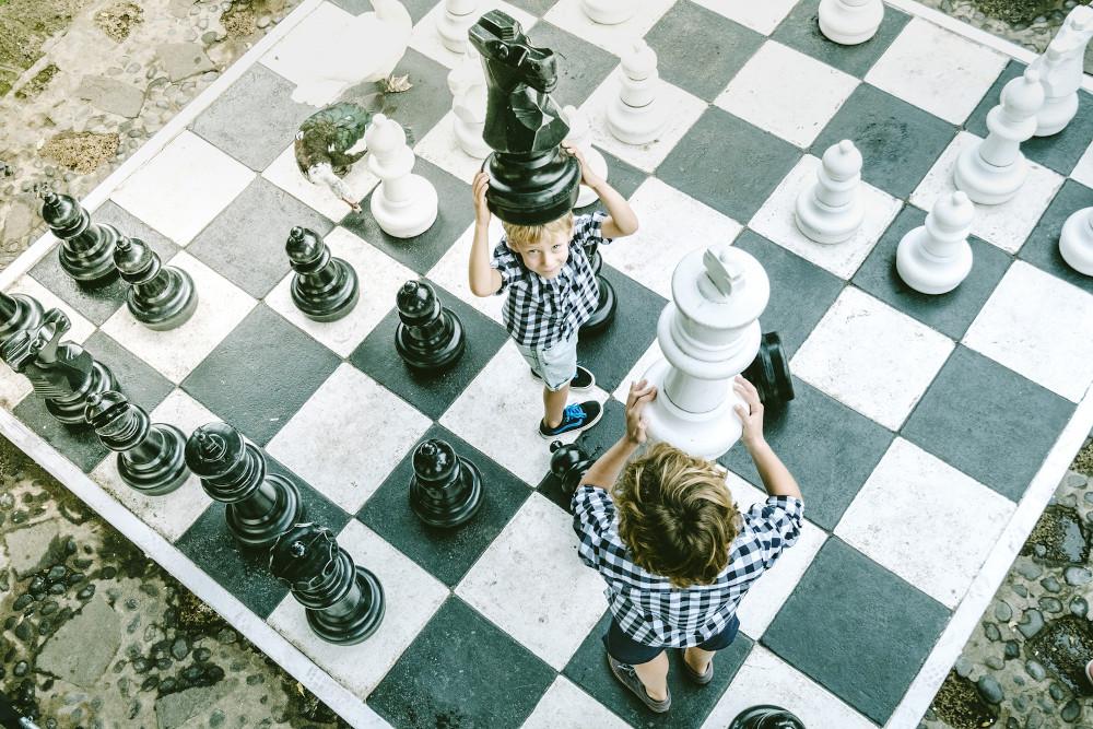Kids-Play-Chessbdd