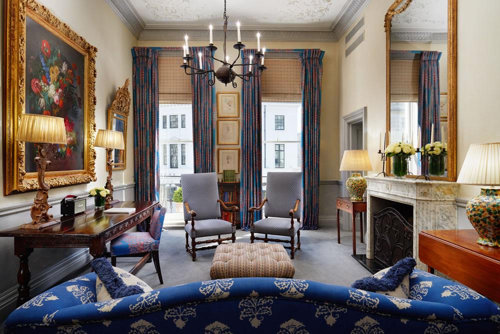 The Pelham Hotel - King suite living room