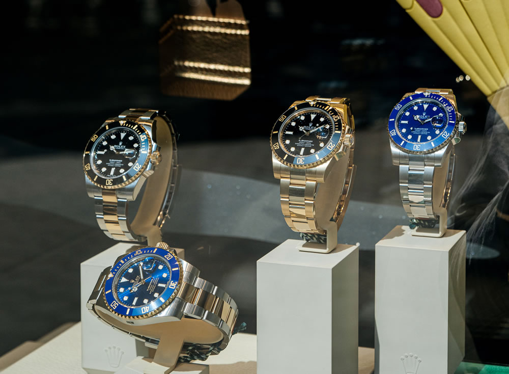 buy luxury watches with cryptocurrency