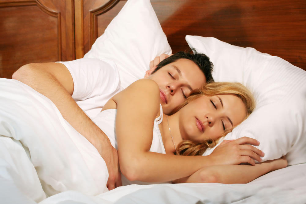 bigstock-Happy-Couple-In-Bed-2104911