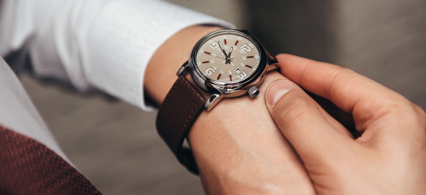 Ongekend A beginner's guide on how to start your very own luxury watch DA-03