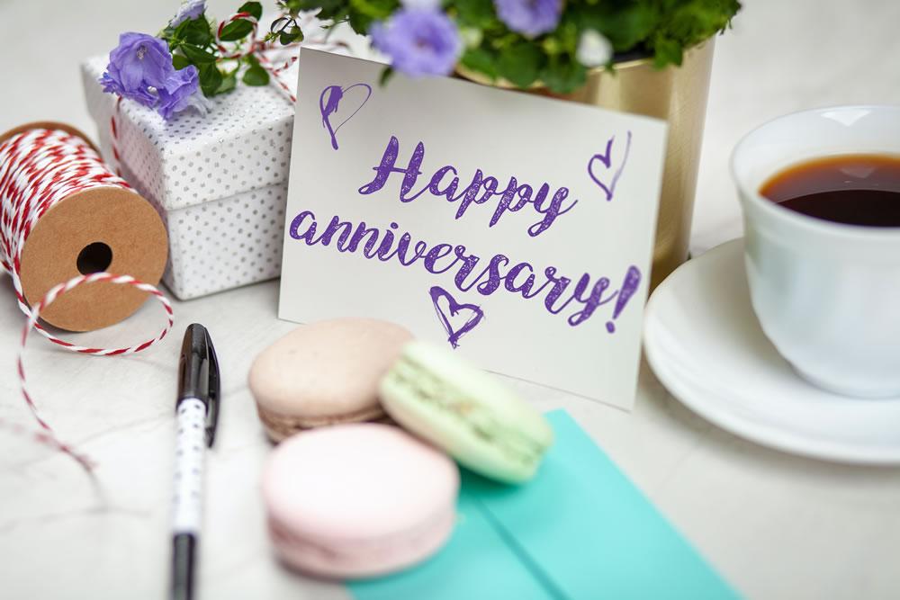 happy-anniversary-signage-2072175
