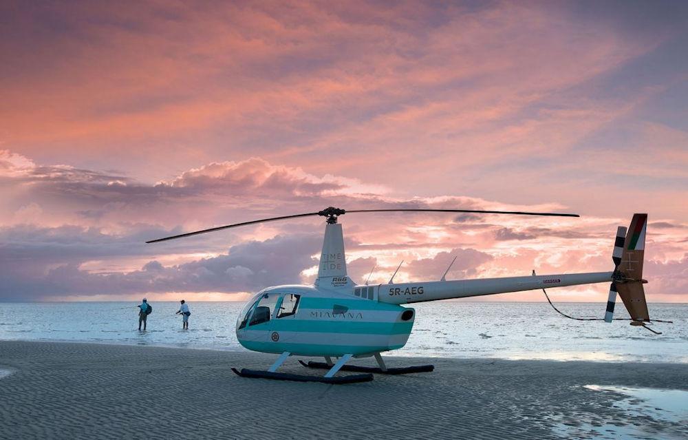Helicopter Transfer © Time + Tide Miavana