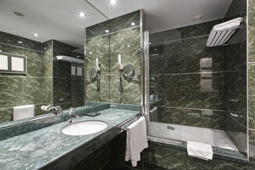 bigstock-Luxury-Bathroom-In-Green-Marbl-242556604