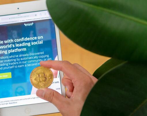 bigstock-Etoro-Website-On-A-Tablet-And--298579654
