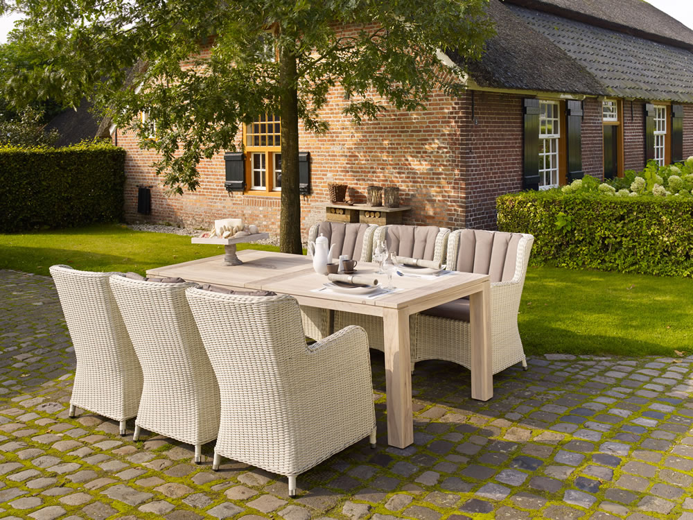 Corona Table with Count Dining Chairs (3)