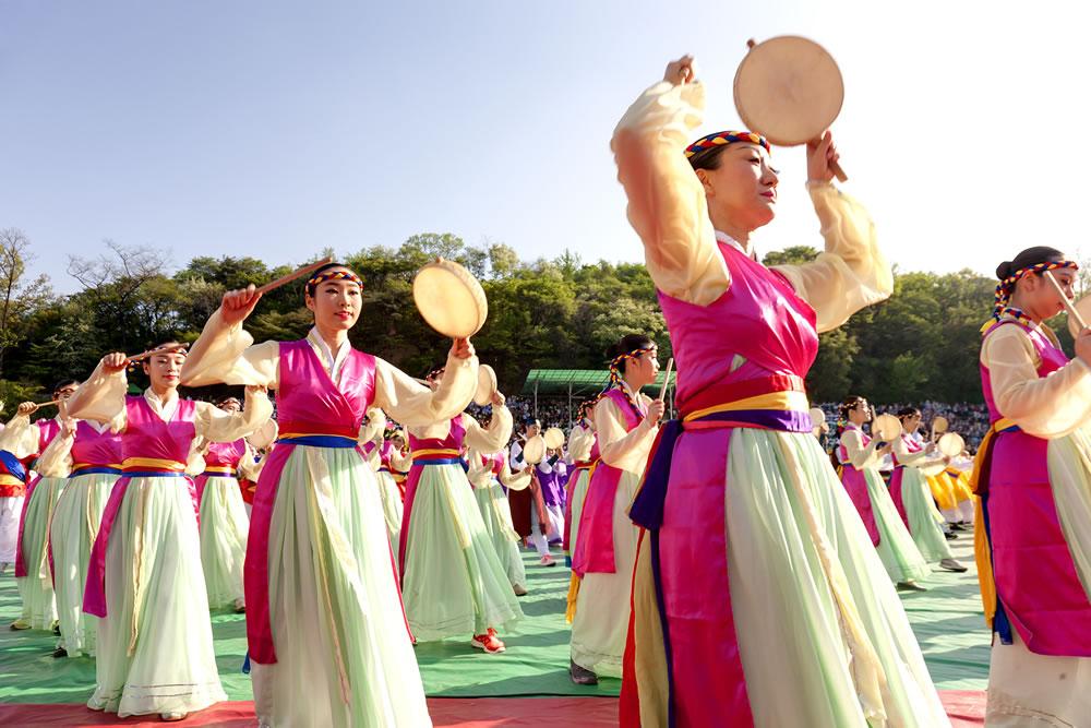 bigstock-SEOUL-KOREA-MAY---Actresses--52445980