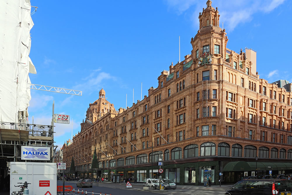 bigstock-London-United-Kingdom--Novem-281235871