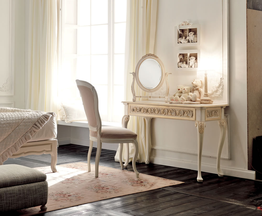 Reproduction Italian Ivory and Gold Rococo Dressing Table