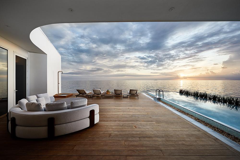 THE MURAKA Overwater Deck View Lounge