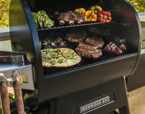 Traeger grill Ironwood 650 pellet grill