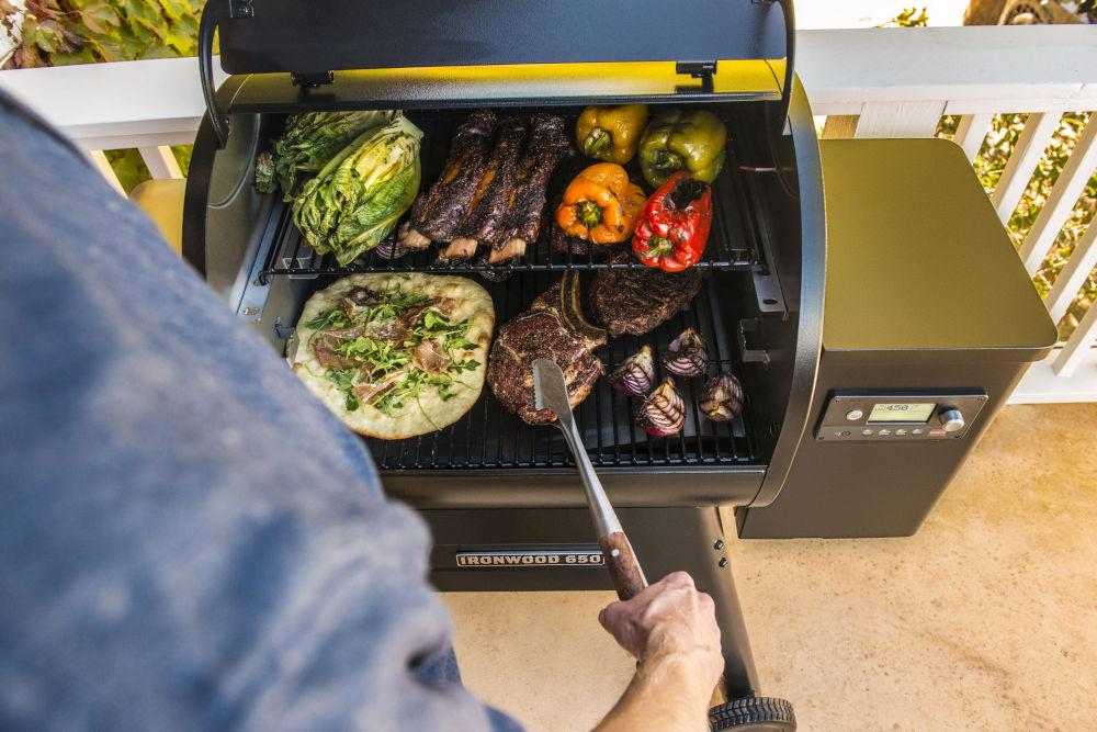 Traeger grill Ironwood 650 pellet grill