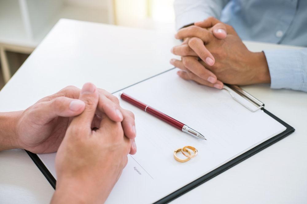 divorce agreement and signing decree of divorce