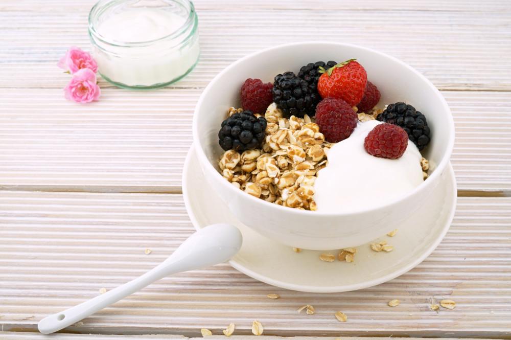 Yogurt with granola and berries