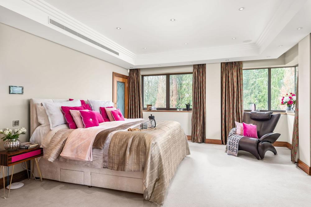 16 Charters Court master bedroom