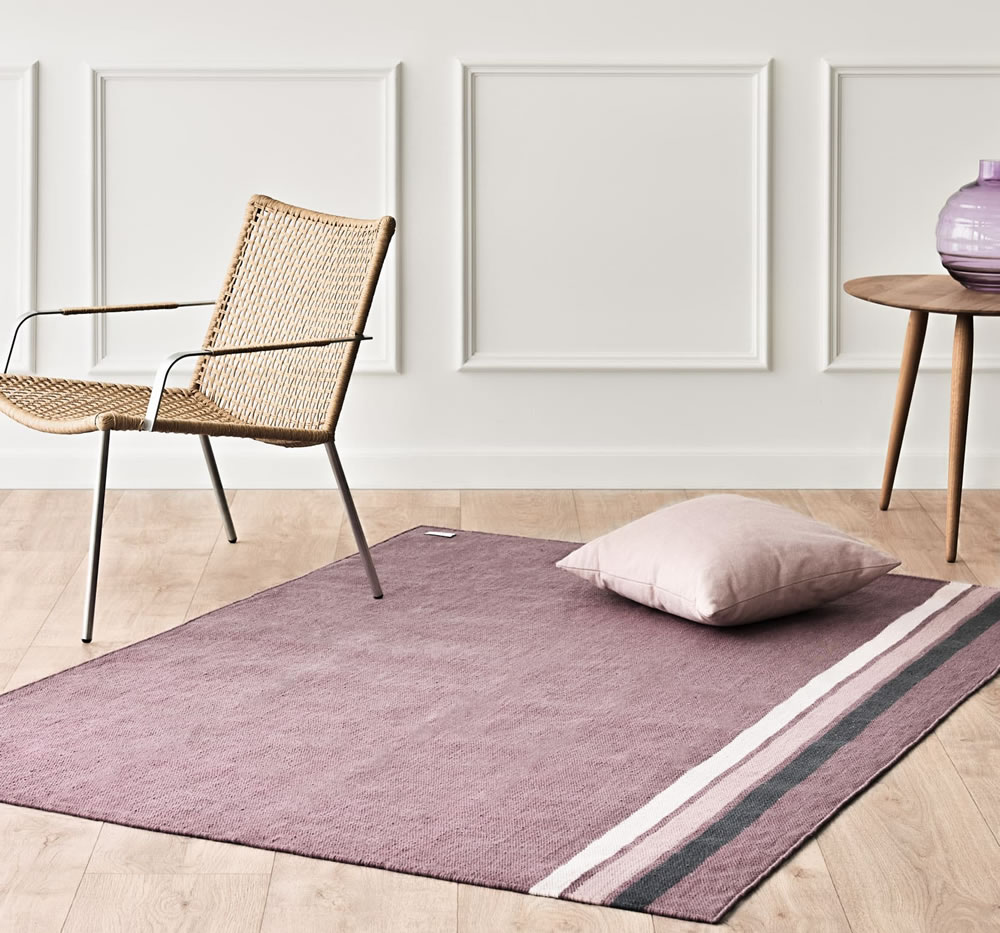 Recycled plastic rug in grape