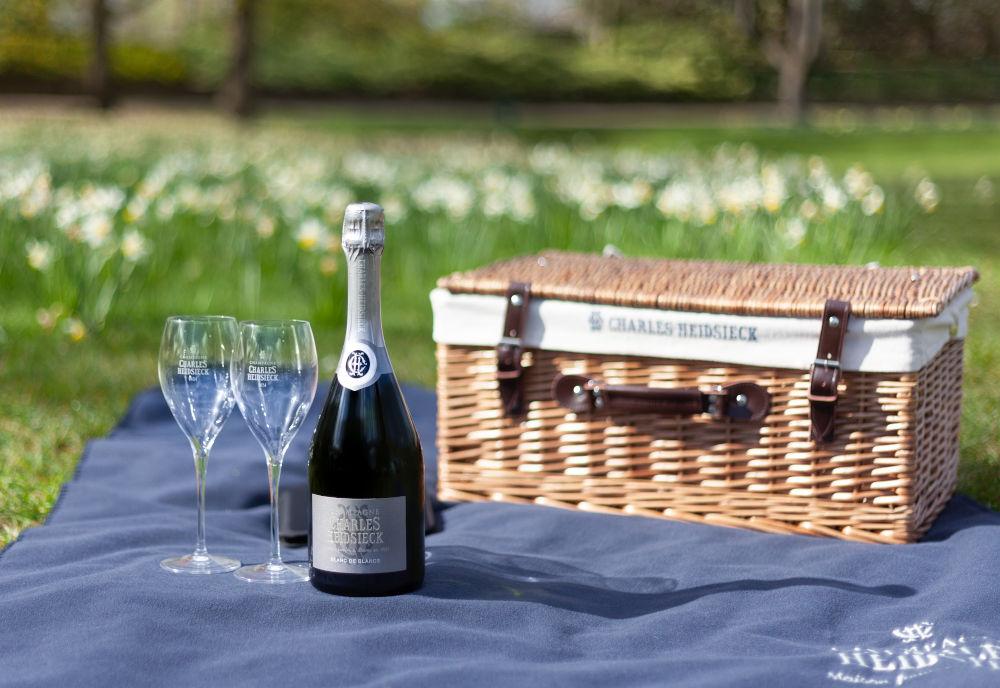 Charles Heidsieck Blanc de Blancs luxury picnic hamper