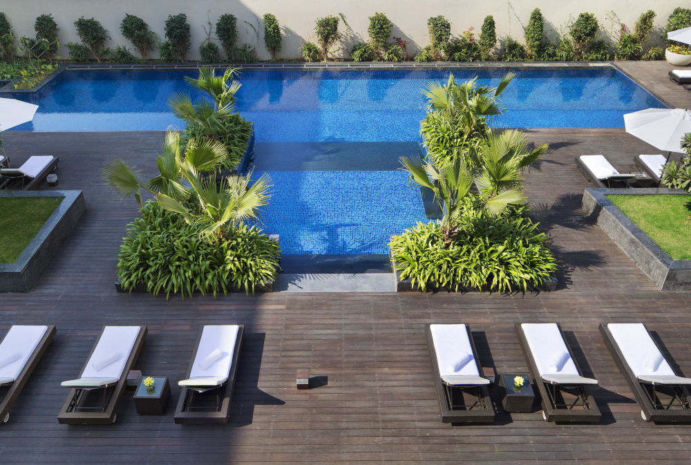 jw marriott new delhi pool