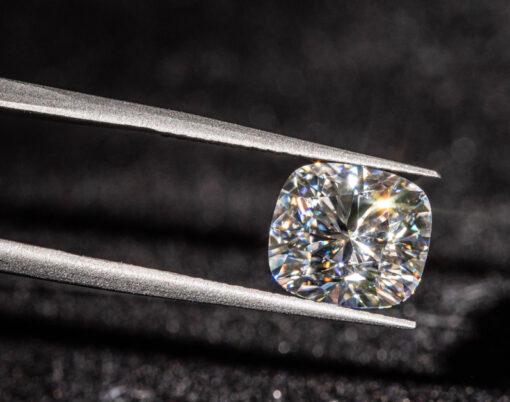 Diamond vs Moissanite