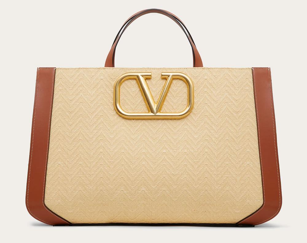 The SuperVee handbag in raffia