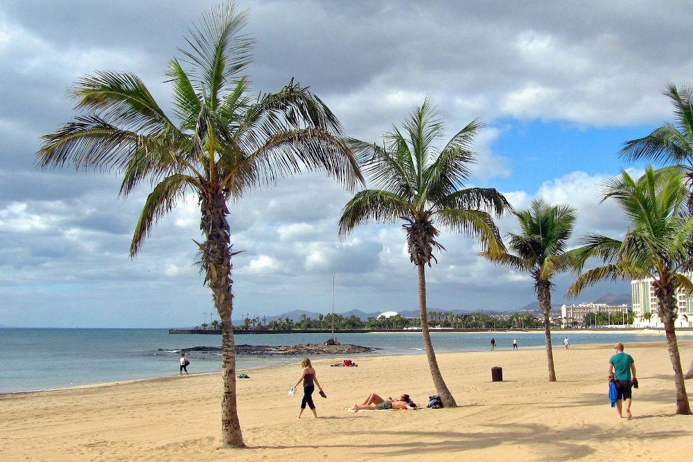 lanzarote arrecife beach