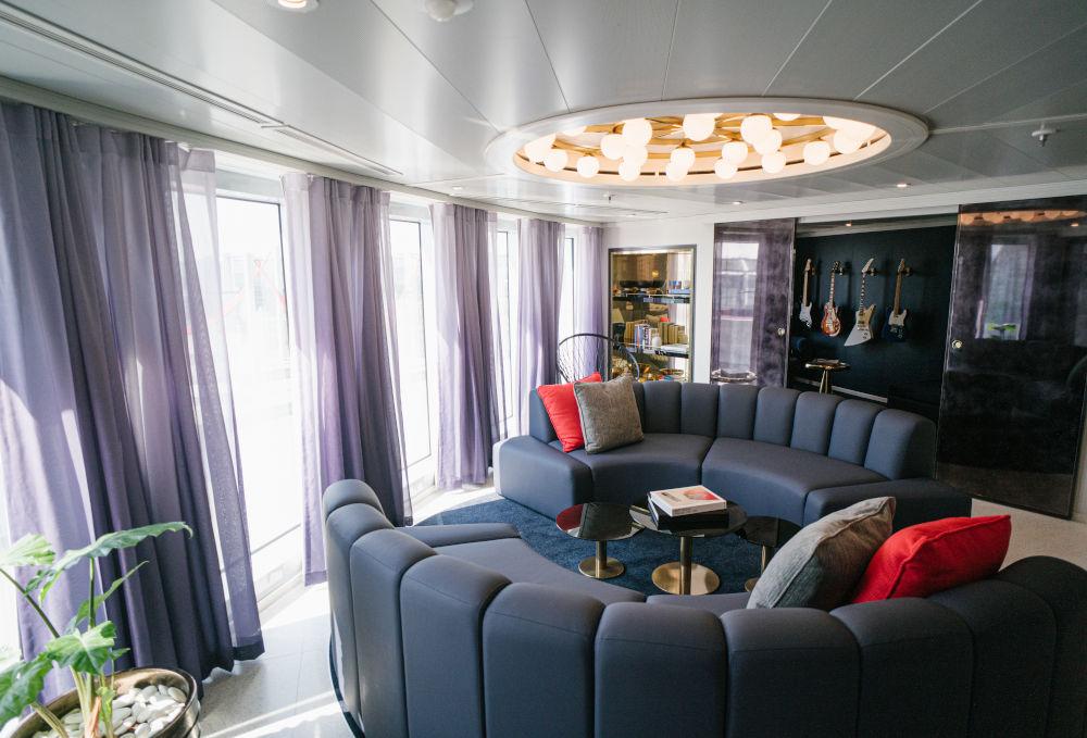 scarlet lady suite