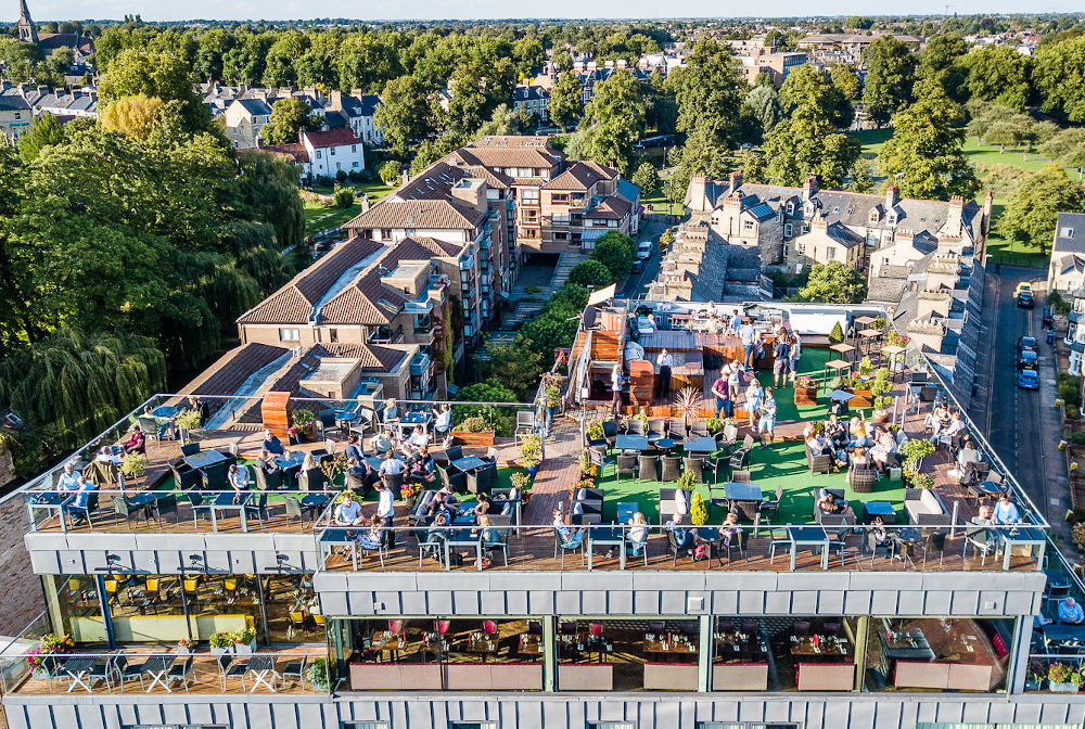 varsity hotel rooftop bar