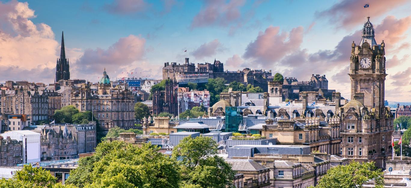 Panoramic view of the city of Edinburgh